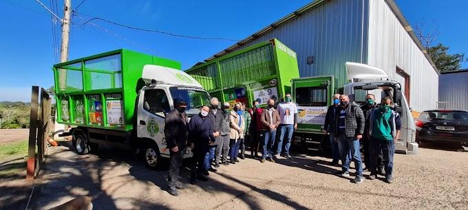 Dois novos caminhões para a coleta seletiva do lixo em Gravataí