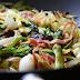Wok de verduras con setas y bacon