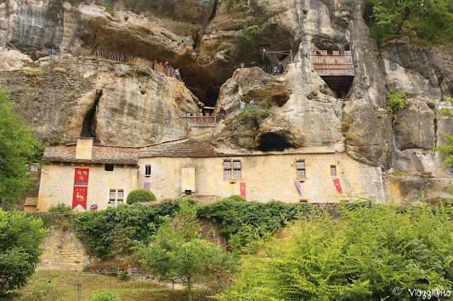 La Maison Forte de Reignac costruita nella falesia