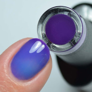 blue to purple chameleon thermal gel nail polish