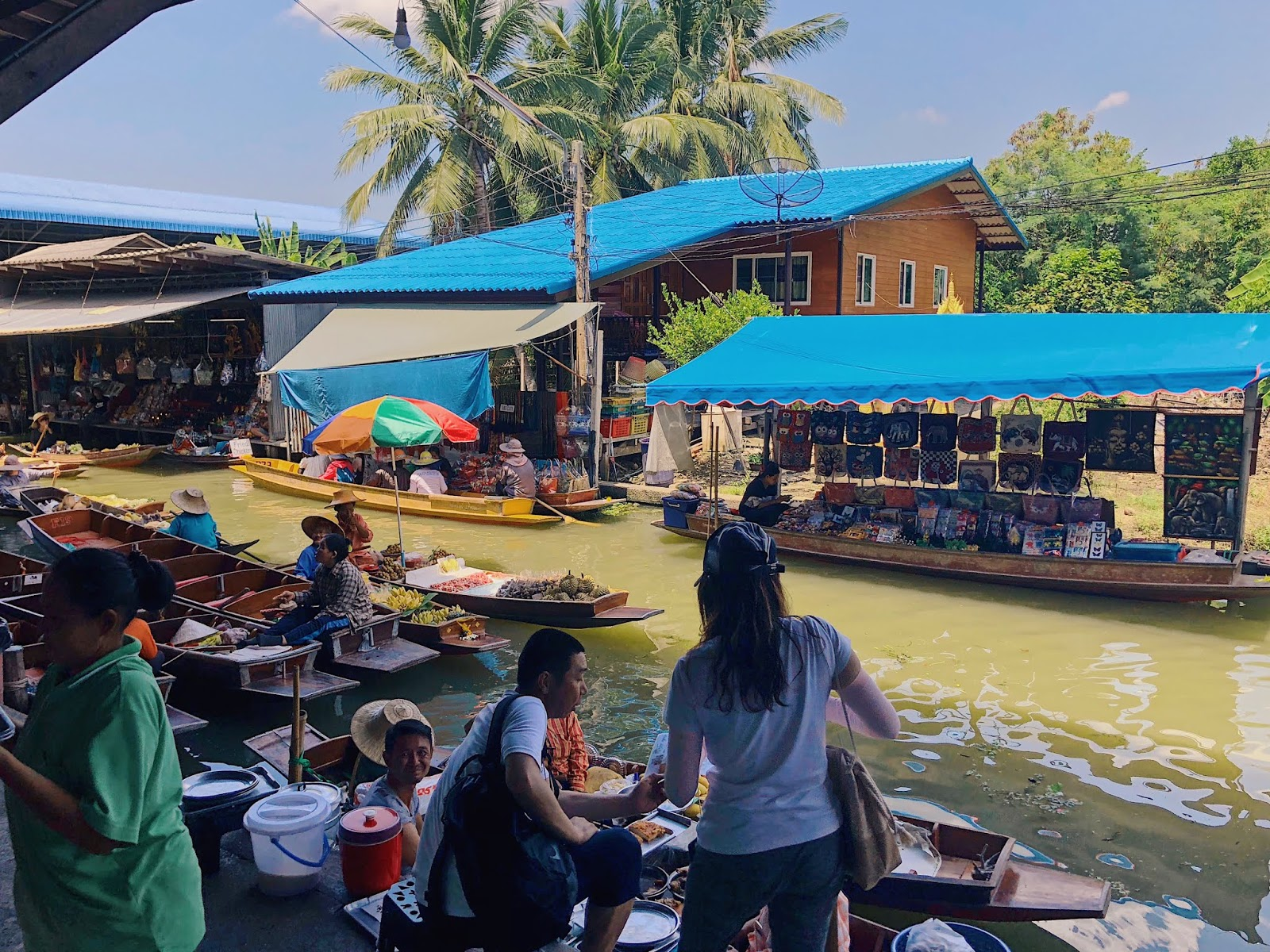 Vendors at Damnoen Saduak Floating Market