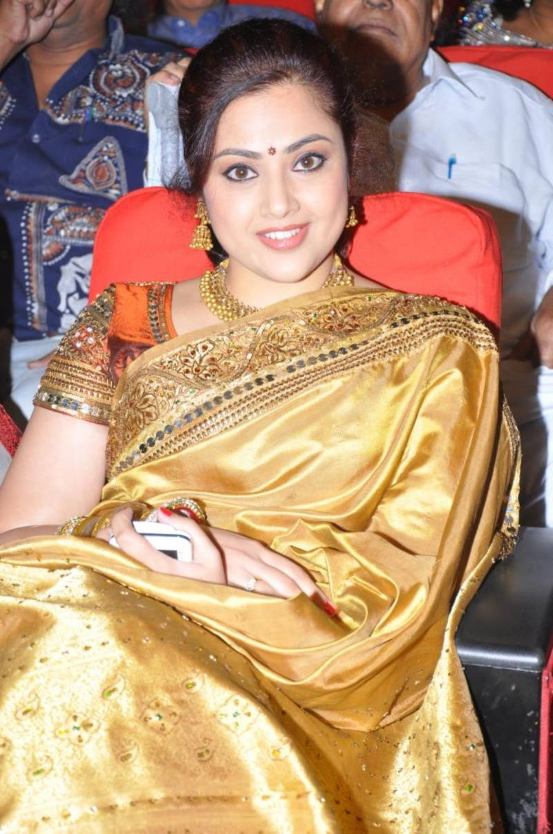 Meena Hot And Beatiful Saree Photo Stills