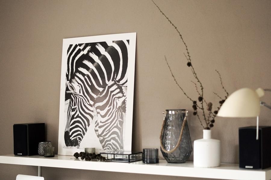 Blog + Fotografie by it's me! - Kooperation Posters - Print Zebras, ikea Regal Lack, Deko H & M und familiy