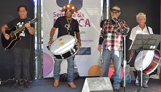 No palco, Félix do Forró (triângulo e voz), Hamilton (sanfona), Paulo Medeiros (violão e voz) e Genaro (zabumba) tocam 'Ô Viúva Boa!'