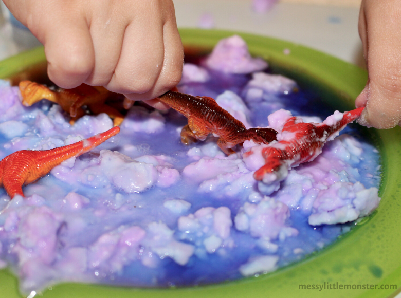 Dinosaur sensory bin for preschoolers