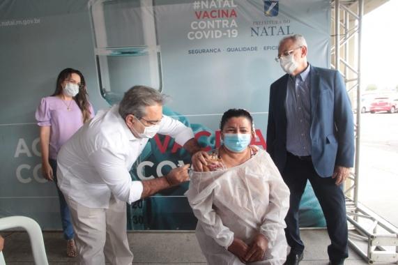 Enfermeira da UPA Pajuçara é a primeira vacinada contra Covid-19 em Natal