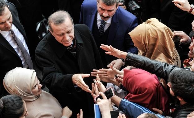 """Ερντογάν σε ΕΕ: Θα συνεχίσω να μιλάω για """"κατάλοιπα ναζιστών και φασίστες"""""""