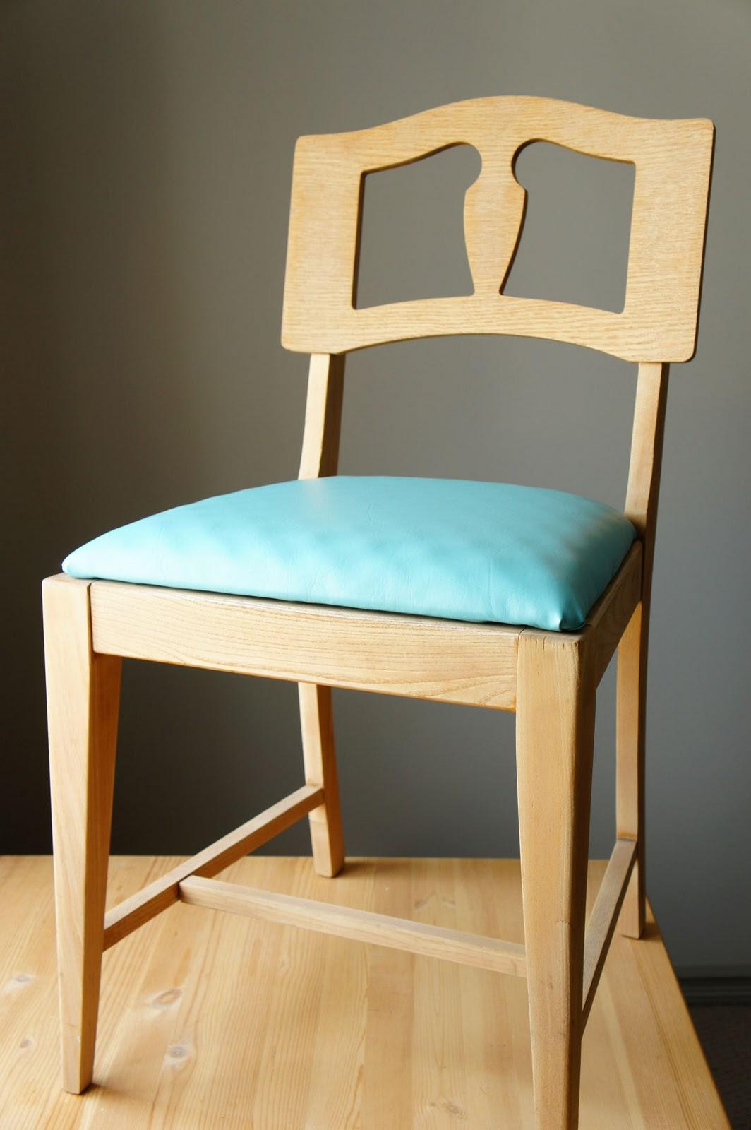 i d l e w i f e : DIY: recovering a chair seat