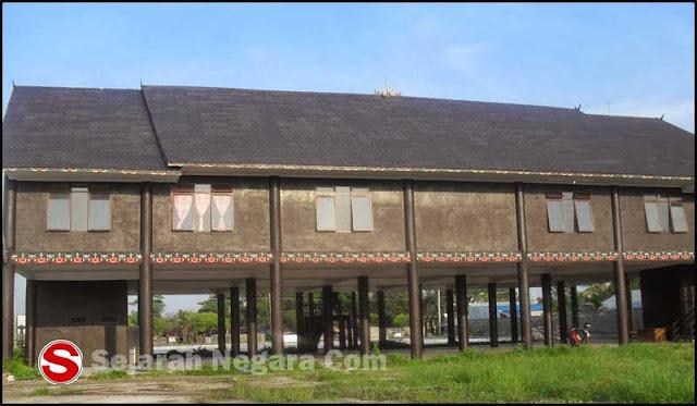 Gambar Rumah ada Kalimantan Selatan tampak dari belakang