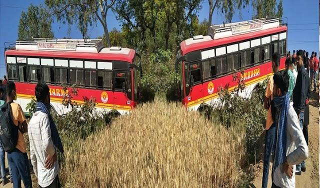 हिमाचल : हाइवे पर पट्टा टूटने से बेकाबू हुई निजी बस, खेत में उतारी- सवार थे कई यात्री