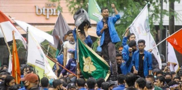 Kecewa Pengesahan UU Ciptaker, Mahasiswa Tuntut Anggota DPR Asal Aceh Minta Maaf