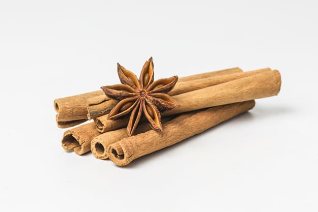 What are the benefits of cinnamon for the body and skin?