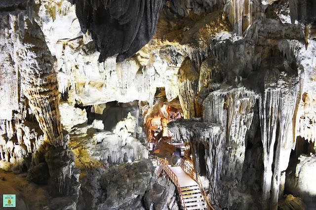 Tien Son Cave, Vietnam