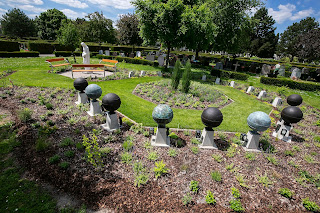 Rain urns in cemetery Hietzing