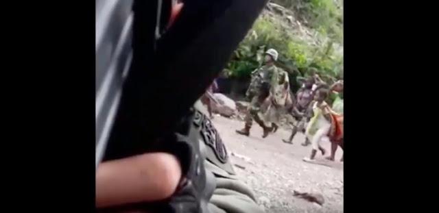 Viral! Video Oknum Brimob Hina TNI Saat Evakuasi Warga di Papua