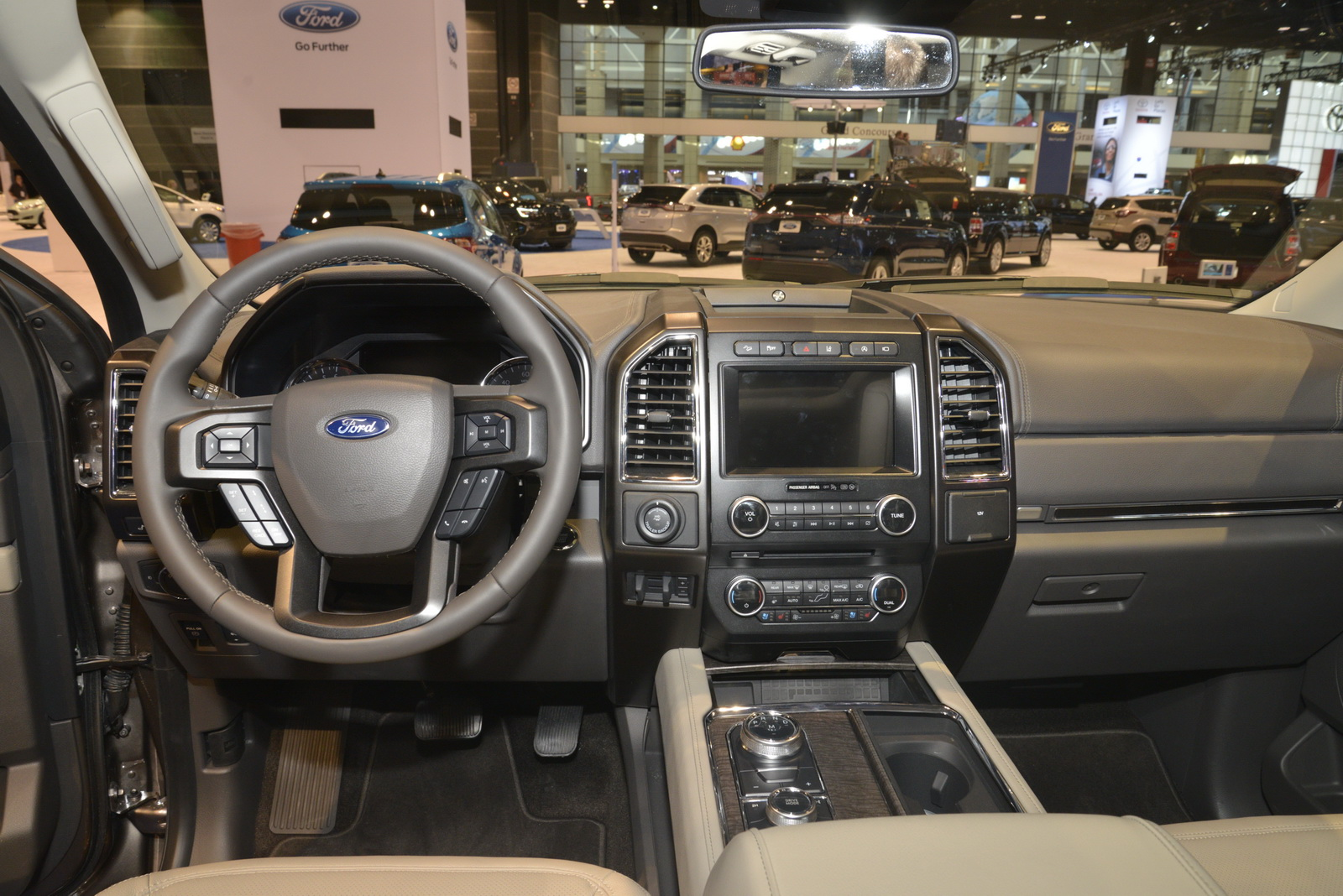 ford expedition    big kid   block carscoops