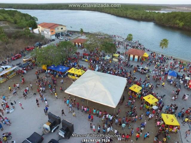 Imagens aéreas do Porto do Mosquito na regata de canoas
