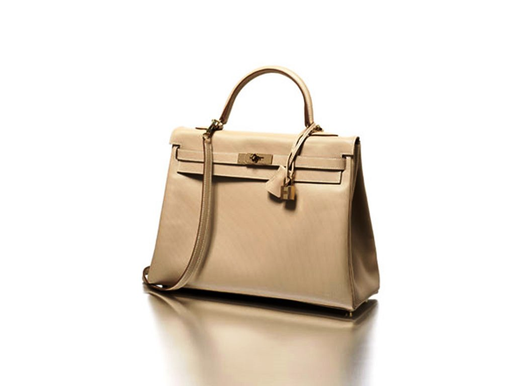 95f359368e It is a great travel bag that is even stylish. Hollywood has a new bag  obsession for Yves Saint Laurent Roady Bag; everyone from Kate Beckinsale  to Kylie ...