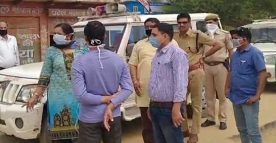डीग की उप जिला कलेक्टर सुमन देवी ने  दोपहर बाद कस्बे का राउंड किया।