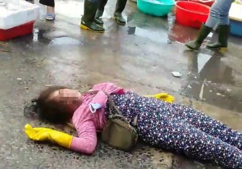 Camera ghi lại toàn bộ vụ nhân viên trật tự chợ Đông Hà đánh dã man nữ tiểu thương
