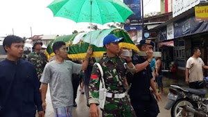 Banjir di Samarinda Telan Korban Jiwa, TNI Ikut Antar Jenazah Hingga Pemakaman