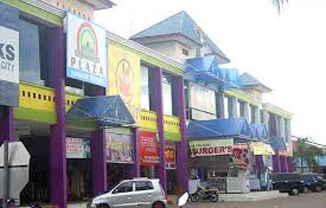 Tempat praktek gelap menyalurkan syahwat alias lokalisasi terselubung di Kota Banjarbaru seperti tidak ada habisnya. Belum tuntas penutupan tiga lokalisasi, sudah muncul bibit-bibit lokalisasi terselubung di kawasan Citra Plaza Banjarbaru.