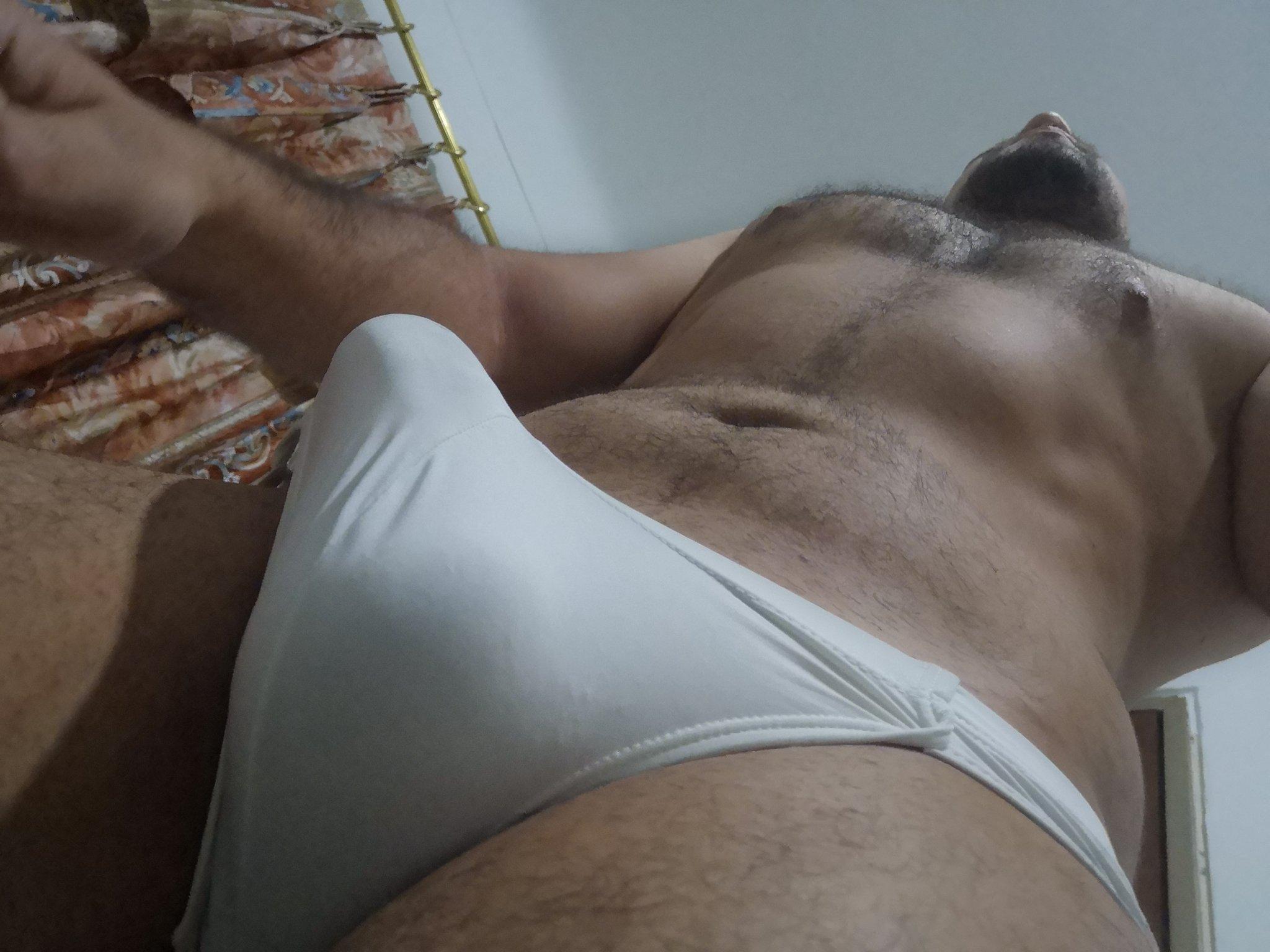 pene erecto en la mañana