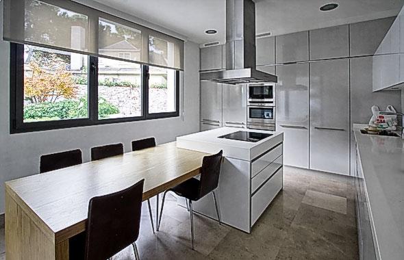 Arte y arquitectura cocinas con isla y mesa adosada - Isla de cocina con mesa ...