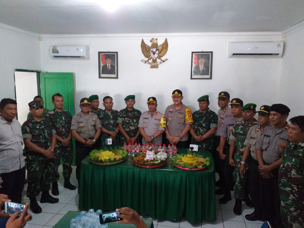 Dua Kapolsek Ucapkan HUT TNI Ke 74 Kepada Mako Koramil 02 Curug