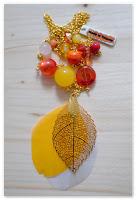 sautoir plume doré, jaune, orange et rouge