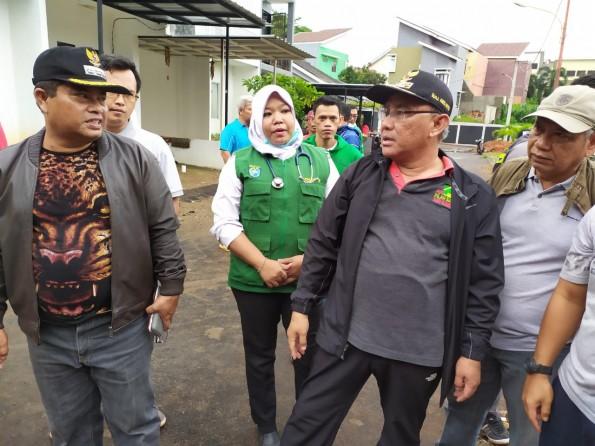 Camat Cipayung Tinjau Lokasi Longsor di Ratujaya