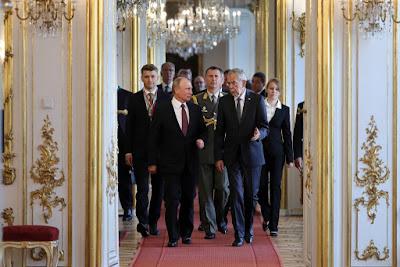Путин спешит извлечь выгоду из ярости Европы на Трампа — The New York Times