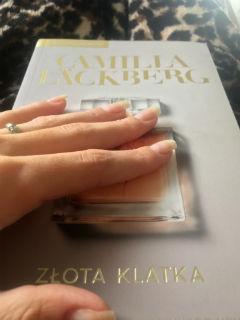 "książka do dotykania, ""Złota klatka"" Camilla Läckberg, fot. paratexterka ©"