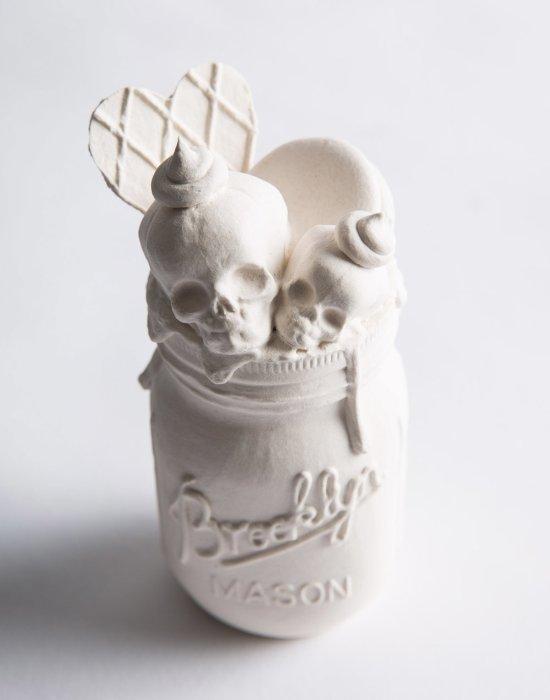 Jacqueline Tse esculturas porcelanas brancas morte por açúcar death by sugar doces macabros