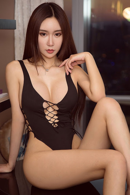 Hot and sexy big boobs photos of beautiful busty asian hottie chick Chinese booty model Si Ya photo highlights on Pinays Finest sexy nude photo collection site.