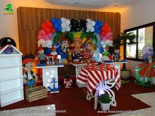 Decoração mesa de aniversário Jake e os Piratas da Terra do Nunca