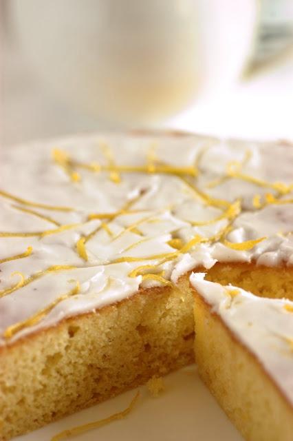 Torta con glassa al limone