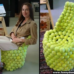 Diseño de sillón con mucho ingenio y creatividad con pelotas de tenis DIY