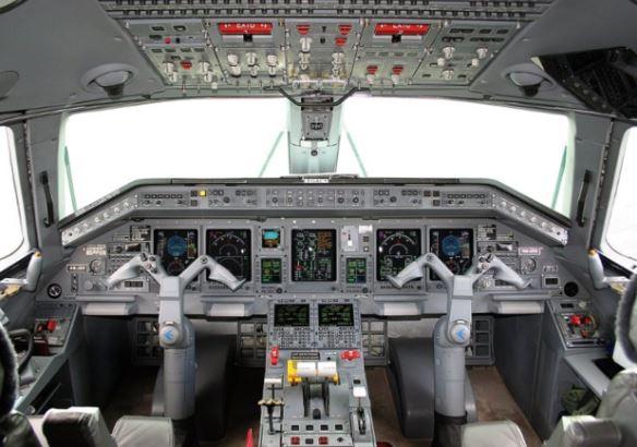 Embraer ERJ-145 cockpit