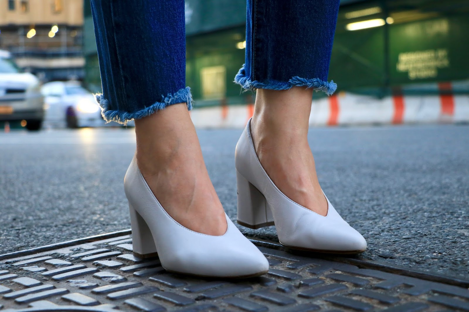 Nyc fashion blogger Kathleen Harper wearing white Naturalizer pumps.