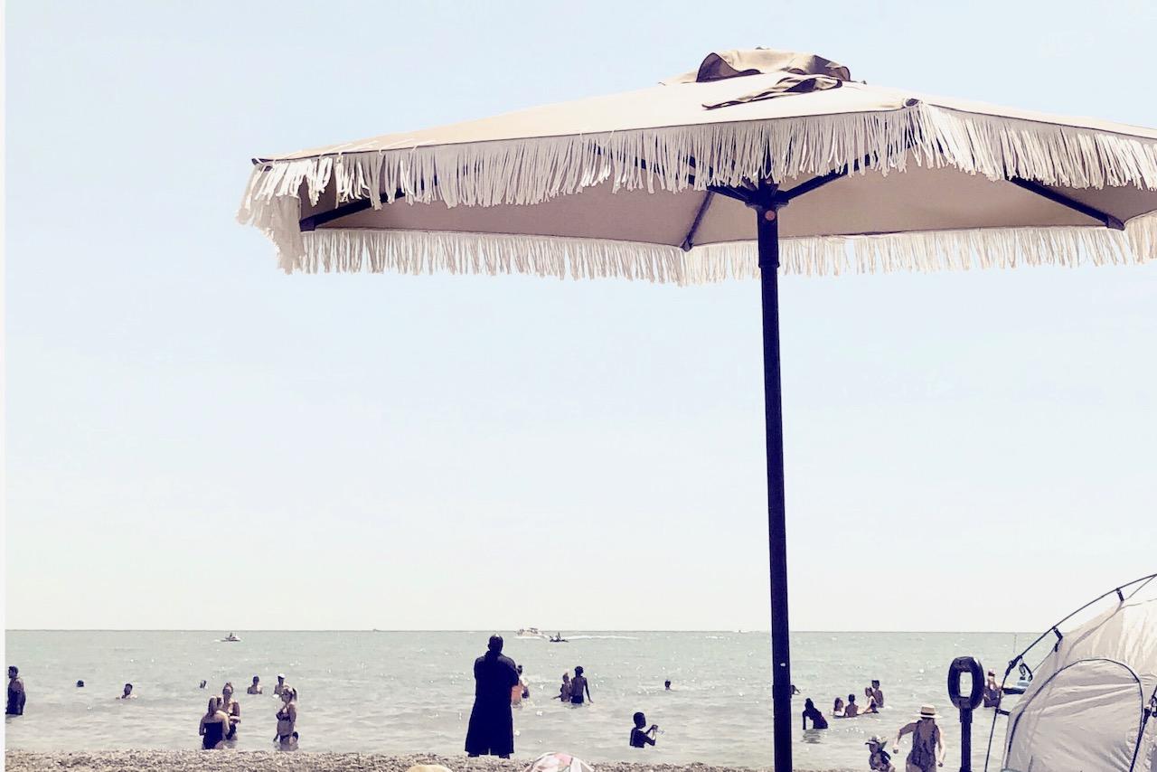 DIY-fringe-patio-umbrella-harlow-thistle-1