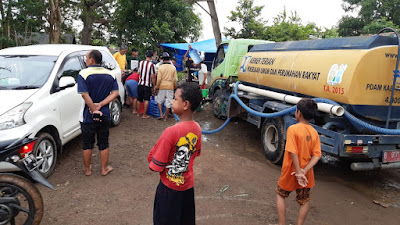 PDAM Kabupaten Indramayu Salurkan Air Bersih Kepada Masyarakat Terdampak Banjir