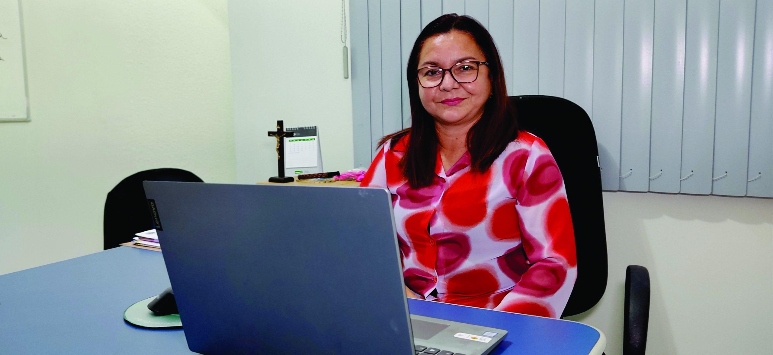 Com namorado e genro em seu gabinete, vereadora vira alvo de investigação do MP