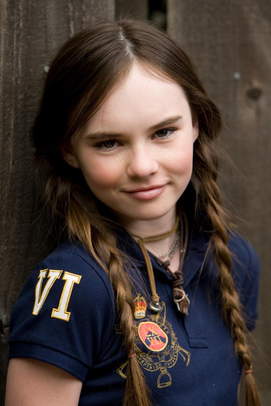 Smart College Girl Wallpaper Celebrity Pics Madeline Carroll