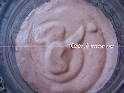 Iogurte de mamão com mel e biomassa