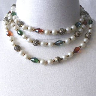 Vintage pearl and glass beaded necklace 1960s