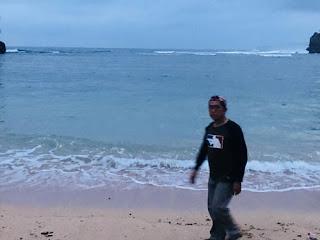 Hamparan pasir putih dan bersih di Pantai Teluk Putri
