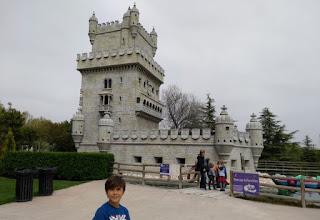 Torrejón de Ardoz, Parque Europa. Torre de Belem, Lisboa.