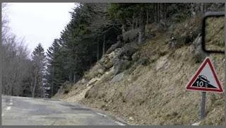 خطر وجود منحدر ينخفض ب 10 متر  كل 100 متر
