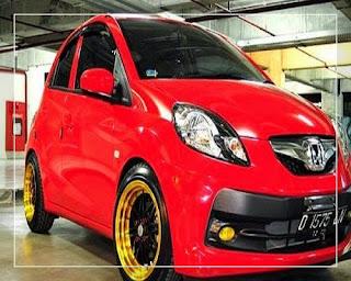 modifikasi mobil honda brio merah